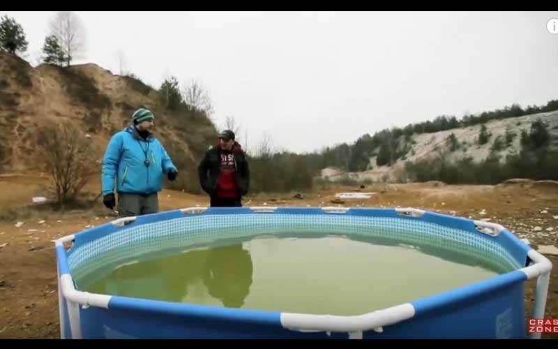 夏天的泳池到了秋冬要收起來是件很麻煩的事,戰鬥民族教你如何讓它瞬間消失!