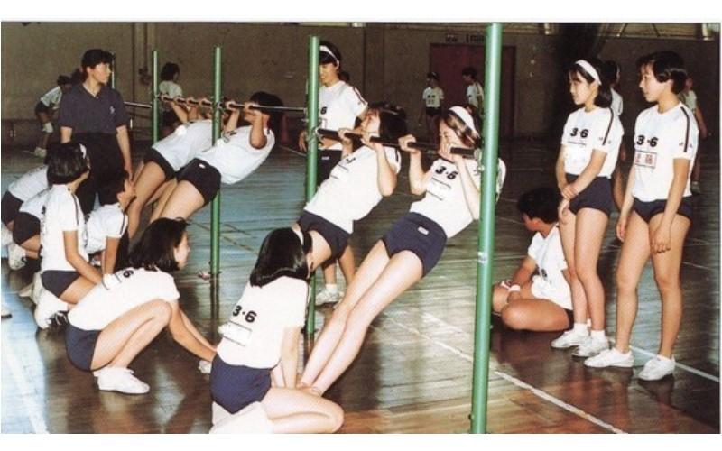 為什麼日本女生上體育課都要穿緊身短褲  原來背後有這個故事...網友:世紀最偉大發明
