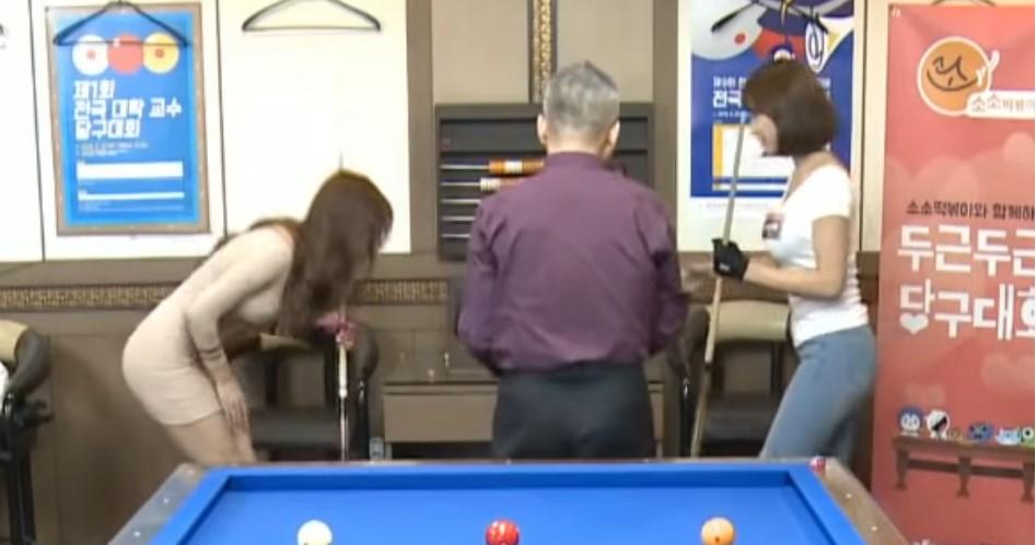 女子撞球比賽「鏡頭太會拍」老司機搶看轉播好刺激:好想進洞!