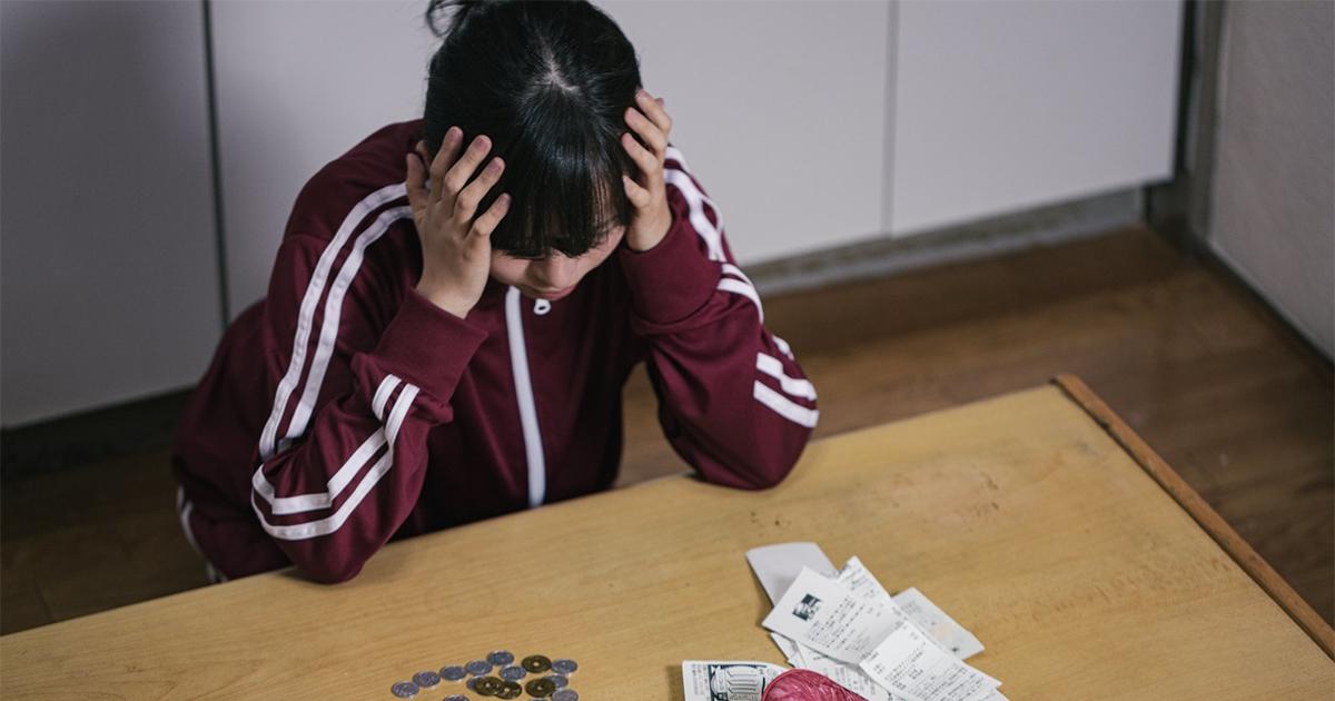 全薪上繳+揹400萬房貸!女大生崩潰問合理嗎  媽嗆:住家就該付房租!